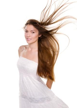 donna volante: Ritratto bella ragazza con i capelli lunghi e pelle pulita del viso - isolato su sfondo bianco Archivio Fotografico
