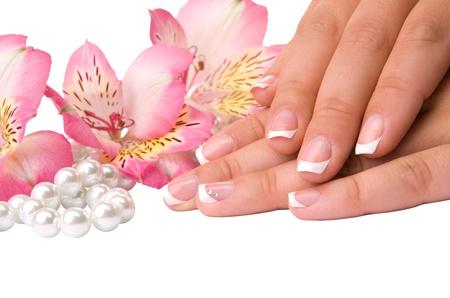 pedicure: cura delle unghie di mani femminili, isolato su sfondo bianco