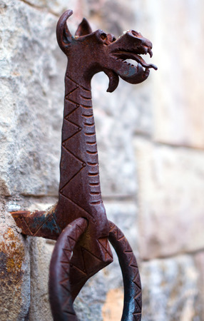 militant: Handle in the form of a metal ring with a figure of a dragon
