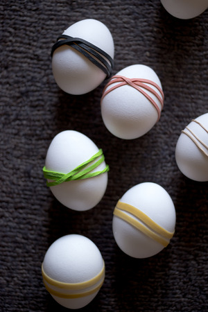 obtain: Multi-colored elastic bands put on white Easter eggs for the subsequent application of decorative paints and obtain an excellent handmade decoration accents to the Easter table.