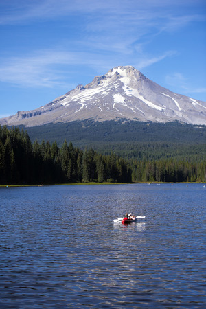 trillium lake: Excellent healthy lifestyle, recreational canoeing on Trillium Lake, the water which runs the powerful reflection of Mount Hood with an almost eternal snows melted and the vast green forest, filling the Northwest unique aroma of freshness and unique origi