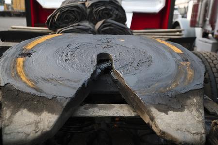 La quinta rueda u otras partes de los semirremolques de plataforma grande reciben una gran importancia, ya que los camiones son el principal medio de transporte de mercancías. Pero todas las piezas o el motor se vuelven inservibles con el tiempo.