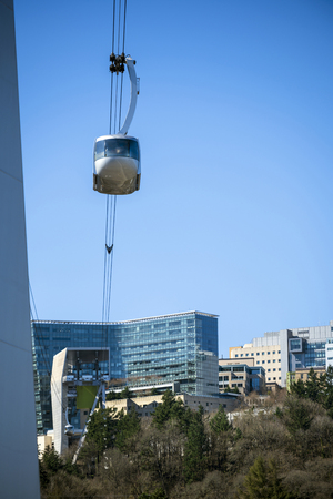 Portland Aerial Tram - modern kind of environmentally friendly public transport, allowing passengers to be transported on schedule and without delay and without harming urban cityscape
