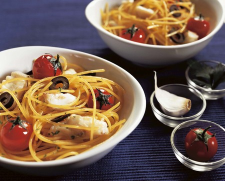 spaghetti with tomato olive photo