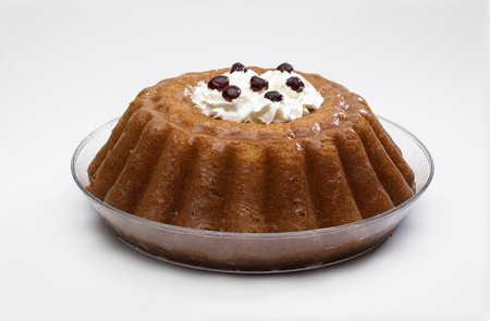 rum cake: Bab Napoletano con crema e amarene