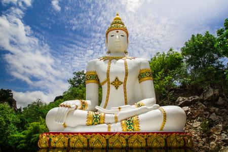 Buddha statue in Kanchanaburi, Thailand. Zdjęcie Seryjne