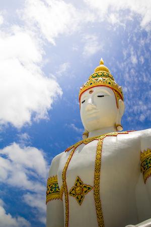 Buddha statue in Kanchanaburi, Thailand. 免版税图像