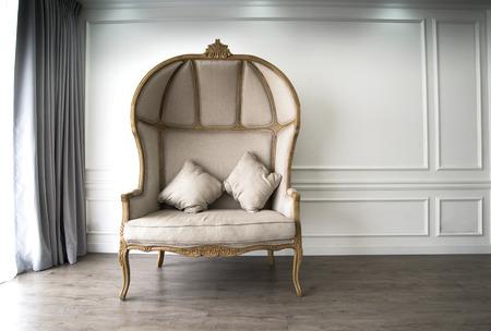 muebles antiguos: Sofá de Brown con la mirada Luxurioius