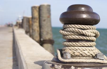 Ropes around a pole photo