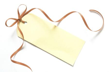 balise vide cadeau avec un ruban isolé sur fond blanc Banque d'images