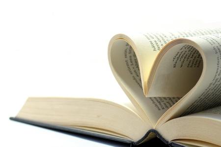 libros abiertos: libro abierto con p�ginas en forma de un coraz�n Foto de archivo