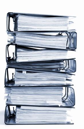 folders: pila alta de carpetas aislados sobre un fondo blanco Foto de archivo