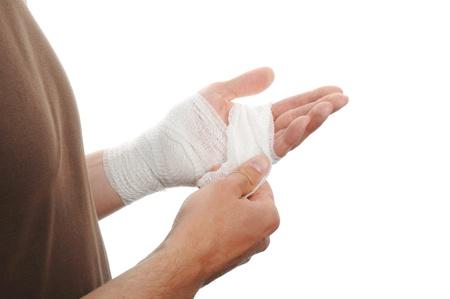 venda medicina blanca en la mano una lesión en el fondo blanco Foto de archivo - 13037875