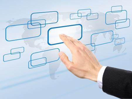 uaktywnić: biznesmen naciÅ›niÄ™cie przycisku, aby aktywować swojÄ… strategiÄ™