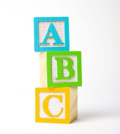 Bunte Holz Kinder \ 's Alphabet Blöcken gestapelt aufrecht  Standard-Bild - 2028518
