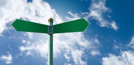 Konfigurowalny zielony znak drogowy na niebieskim pochmurne niebo