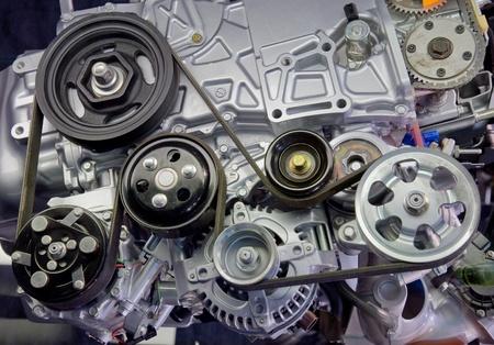 pulleys: Primer plano de la imagen de un motor de autom�vil sobrealimentado Foto de archivo