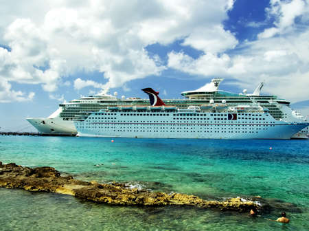 Luxury Vacation: Cruise Ships. Caribbean Sea, Cozumel, Mexico 스톡 콘텐츠 - 2743746