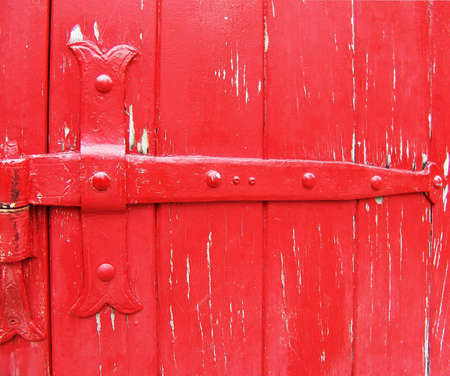 잠긴 빨간 문