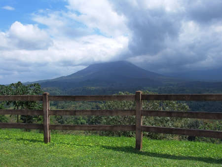 The Arenal Volcano is the only volcano in Costa Rica constantly active since it woke up after 400 years. It is considered one of the ten most active volcanoes in the world. 免版税图像