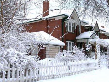 House covered by snow after blizzard. Winter. Toronto, Canada. Standard-Bild