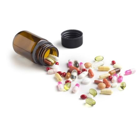 약물 치료: 가까운 모듬 된 다채로운 약의 유리 병의 최대 스톡 사진