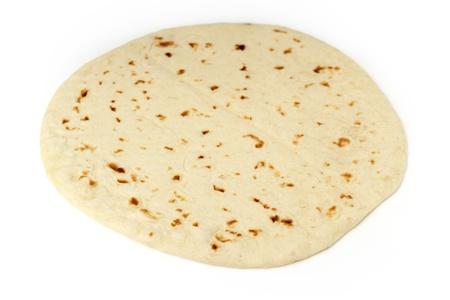 tortilla de maiz: cerca de una piadina aislado sobre fondo blanco Foto de archivo