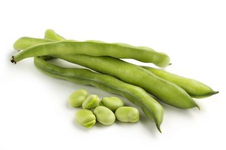 Ackerbohne Schoten und Samen auf weißem Hintergrund Standard-Bild - 20786908