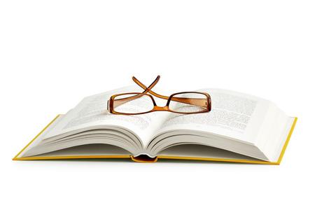 gafas de lectura: gafas para leer en un libro abierto en el fondo blanco