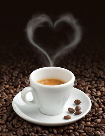 ハート形蒸気のコーヒー豆のコーヒー カップ