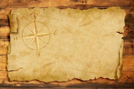 treasure map: rosa de los vientos en el pergamino viejo con copia espacio