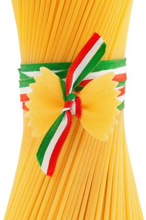 tricolour: spaghetti and bow tie pasta tied by a tricolour ribbon