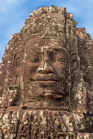 cabeza de buda: Cerca de la cabeza de Buda tallada en piedra