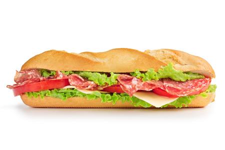 embutidos: sandwich con queso salami, tomate y lechuga Foto de archivo
