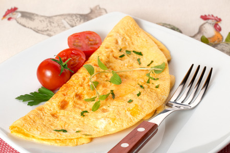 herba: omelette garnished with marjoram and cherry tomatoes