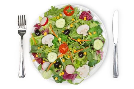 salad plate: vista dall'alto di una forchetta piatto di insalata mista e coltello Archivio Fotografico