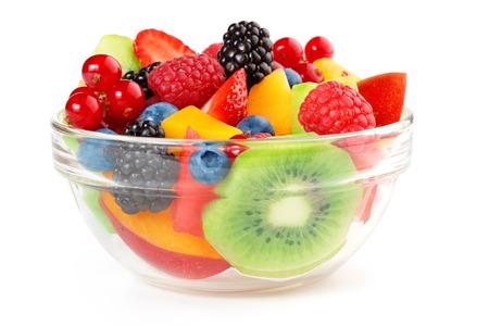 batidos frutas: plato de ensalada de frutas aisladas sobre fondo blanco Foto de archivo