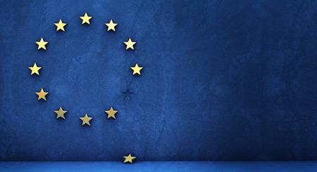 eurozone에서 나가십시오 : 황금 별은 파란 벽에서 떨어졌습니다 스톡 콘텐츠