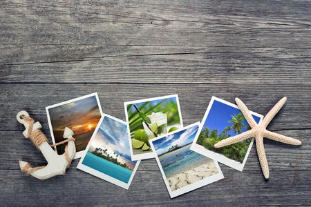 férias: instantâneos marinho, âncora e estrela do mar no fundo de madeira