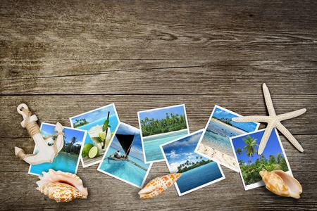 foto van tropische zeeën en schelpen op houten achtergrond