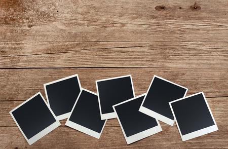 set van oude foto's op verweerde houten achtergrond Stockfoto