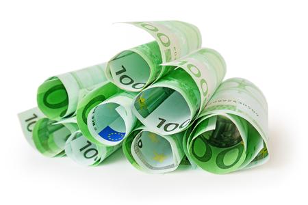 banconote euro: mucchio di 100 banconote in euro isolato su bianco