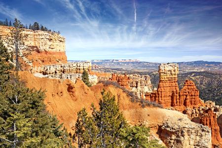 hoodoo: hoodoo rock formations in Bryce Canyon, Utah