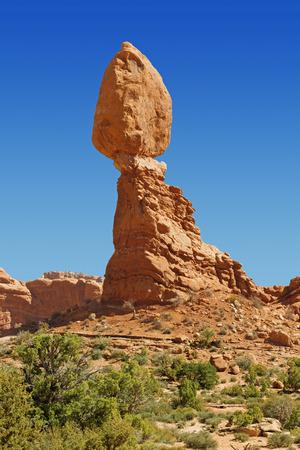 balanced rocks: balanced rock in Arches National Park, Utah