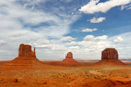 Monument Valley iconic rock formations under cloudy blue sky. Navajo Tribal Park, Arizona - Utah, USA Standard-Bild