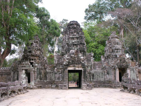 Siem Reap, Cambodia, April 8, 2016: Entrance doors to one of the temples in the Khmer temple complex of Angkor 新聞圖片