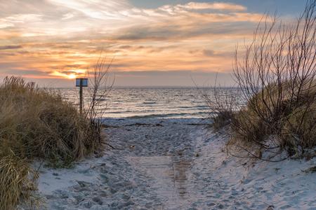 발트 해와 해변에서 모래 언덕입니다. 폴란드.