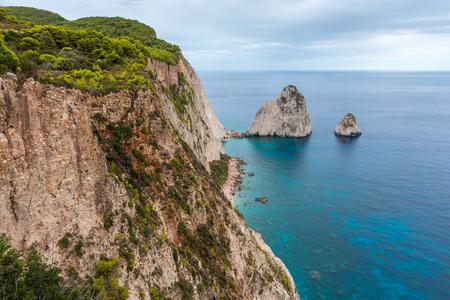 Formations rocheuses étonnantes sur le cap Keri, île de Zakynthos. Grèce.