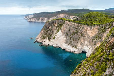 Paysage côtier du Cap Keri sur l'île grecque de Zakynthos dans la mer Ionienne.