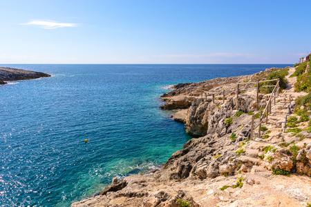 Ansicht schöner Bucht Porto Limnionas auf Zakynthos-Insel, Griechenland Standard-Bild - 96847589
